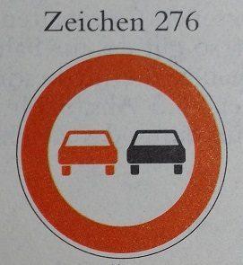 Beginn Überholverbot: Überholvorgang abbrechen!